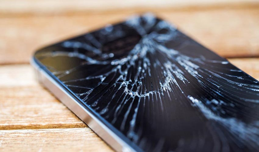 поврежден экран телефона